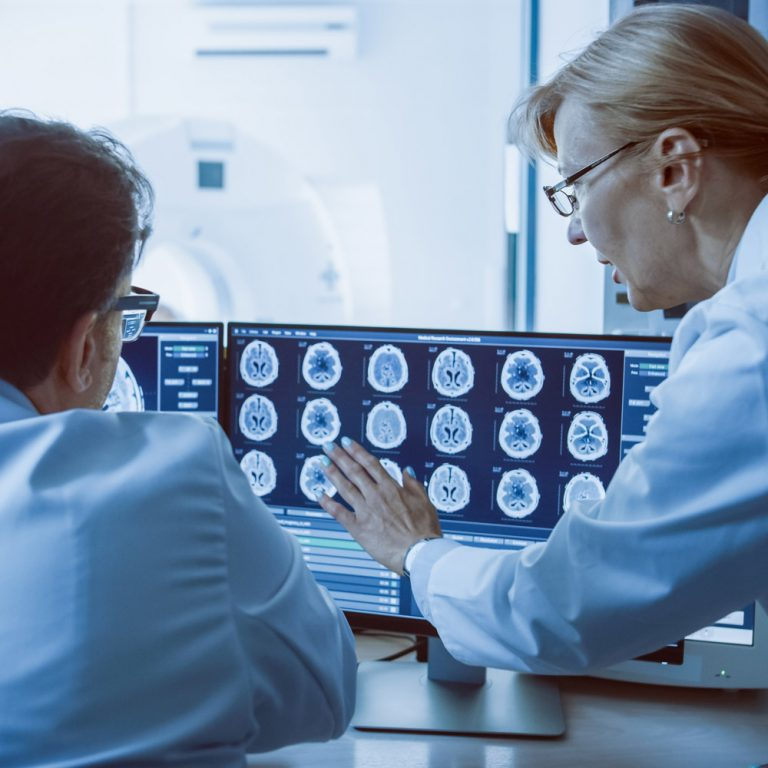 Menschen an CT-Aufnahme